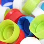 ペットボトルとキャップを分別する本当の理由、プラスチックリサイクルの意外な真実