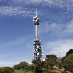 フェイズドアレイアンテナと未来の通信技術、電波を重ねる強力なビームフォーミング